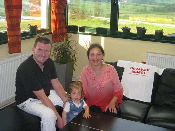 Aleksandra sa suprugom i ćerkom