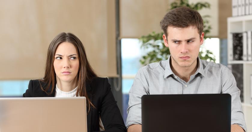 Badania pokazują, że pracownicy i ich pracodawcy mają rozbieżne opinie wt kluczowych kwestiach