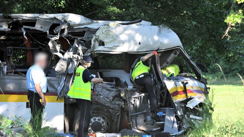Miejsce wypadku na drodze powiatowej w Mierzynie