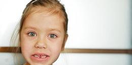 Dziecko wybiło sobie ząb? Masz tylko 120 minut na reakcję