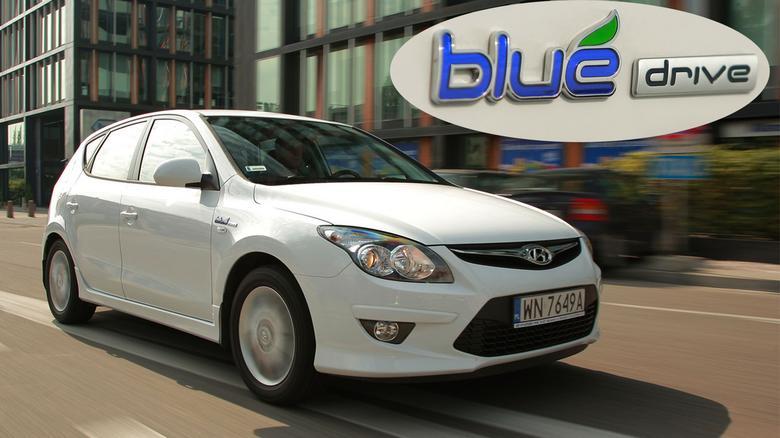 Hyundai i30 Blue Drive ma silnik 1.6/126 KM. W porównaniu z klasyczną wersją 1.6 spala średnio o 0,7 l/100 km mniej, ma też niższą emisję CO2.