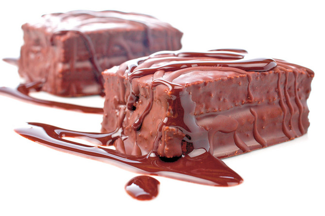 6972_stock-photo-two-chocolate-cakes-with-syrup-on-white-background-shallow-dof-shutterstock_2966138