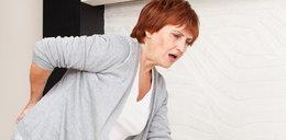 Zaskakujący sposób na ból pleców. Poproś o to wnuczka
