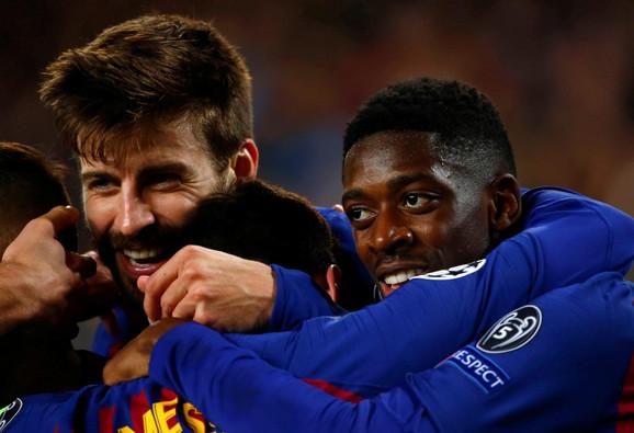 Usman Dembele slavi sa saigračima jedan od pogodaka Barselone prpotiv Liona