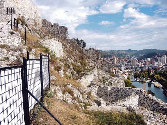 Tvrđava je podignuta najverovatnije u drugoj polovini 14.veka