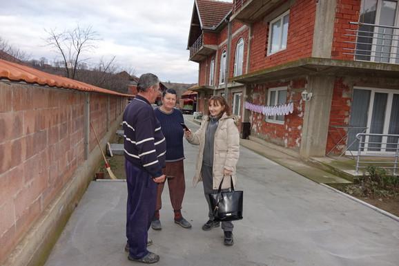 Novinarka Milica Ivanović iz Jugmedie sa prizetkovima