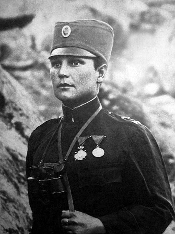 Beskrajno hrabra i odlučna, vojnik Milunka Savić ranjavana je devet puta
