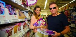 Detektyw Krzysztof Rutkowski i jego partnerka Maja Plich kupili wyprawki dla dziesięciorga dzieci