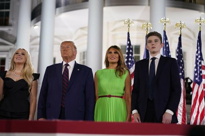Tramp sa suprugom, ćerkom Tigani i sinom Baronom