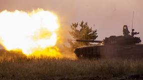 Rosyjscy czołgiści ćwiczą szturm na linię obrony przeciwnika niedaleko ukraińskiej granicy