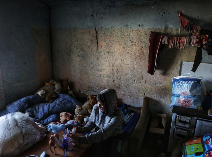Mališani su osam meseci živeli sami u jezivim uslovima