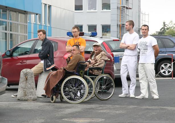 Ewakuowani pacjenci Szpitala Bródnowskiego