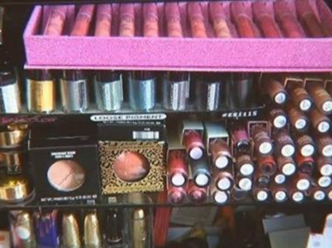Žene iz Srbije šminku kupuju kod Kineza, a šokiralo bi ih kada bi znale šta TAČNO stavljaju na lice