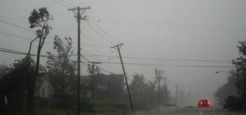 Ogromne szkody po uderzeniu tornada. Zniszczone domy, wielu ludzi bez prądu