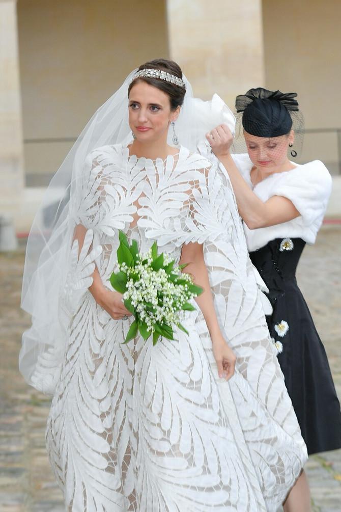 Mlada u romantičnoj venčanici