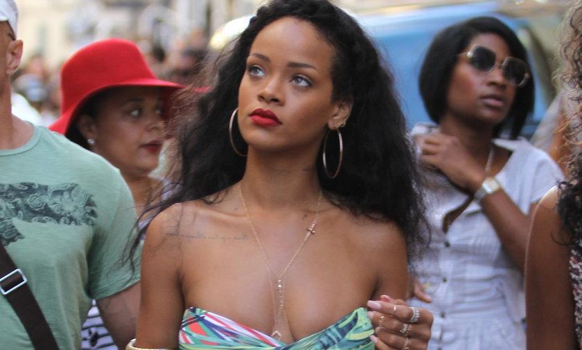 Rihanna w samym staniku