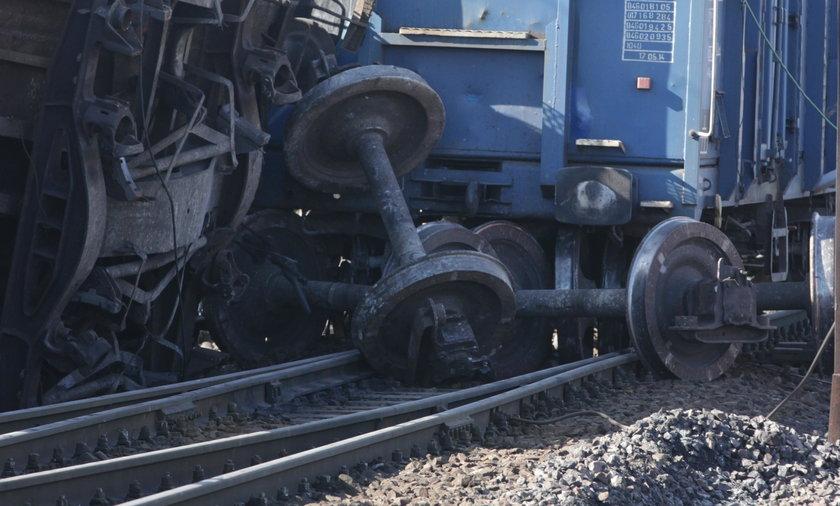 Wyciek fosforu z pociągu. Strażacy uszczelnili wagon z groźną substancją