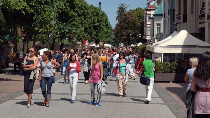 W części sopockich sklepów i lokali osoby niekompletnie ubrane nie będą obsługiwane