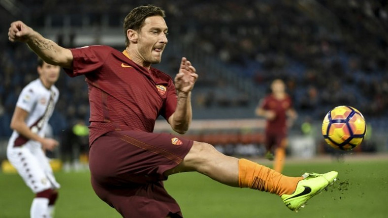Roma's forward Francesco Totti kicks the ball on February 19, 2017