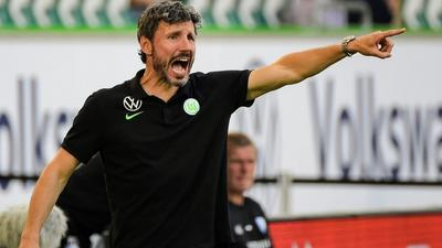 Bundesliga winner van Bommel enjoys flying start with Wolfsburg