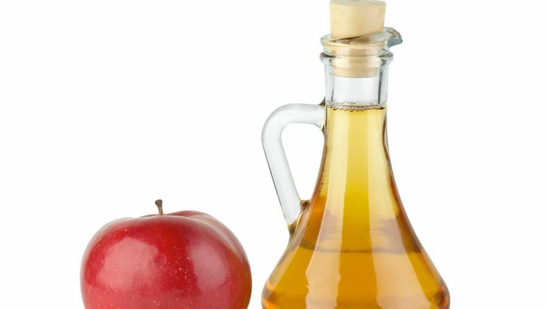 Ocet jabłkowy pomaga w detoksykacji organizmu poprzez wspomaganie i pobudzanie pracy wątroby