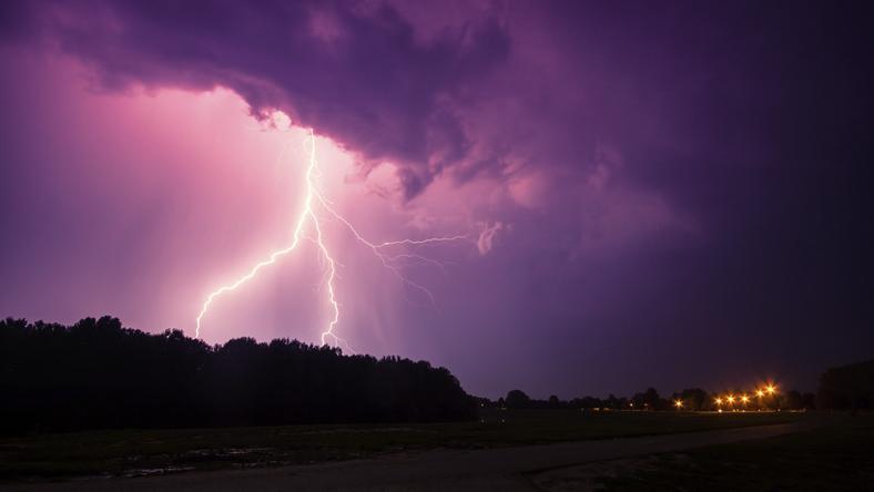 IMGW ostrzega: dziś będą silne burze z gradem