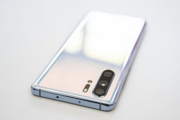 Huawei P30 Pro sa četvorostrukom kamerom