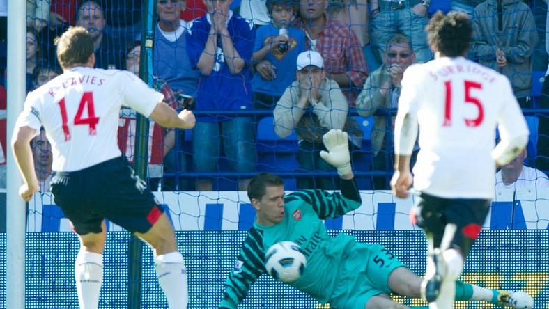 Wojciech Szczęsny obronił t karny w meczu z Boltonem