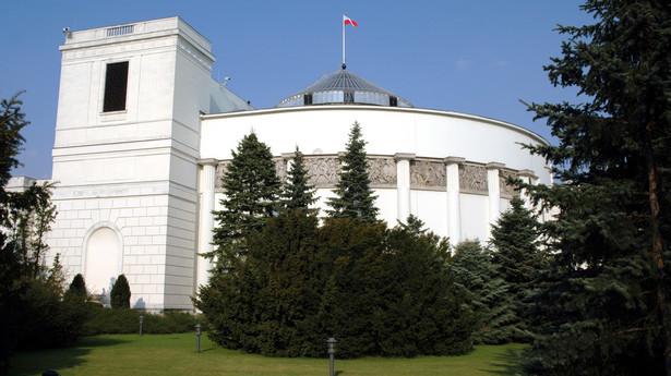 Jeden z budynków kompleksu Sejmu Rzeczypospolitej Polskiej przy ulicy Wiejskiej w Warszawie