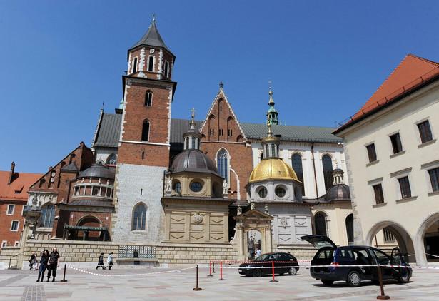 Grzegorz Ś. wjechał na dziedziniec zamku samochodem.