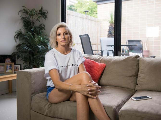 Izgleda kao prosečna žena - DOK NE USTANE: Moje noge su više od pojedinih ljudi