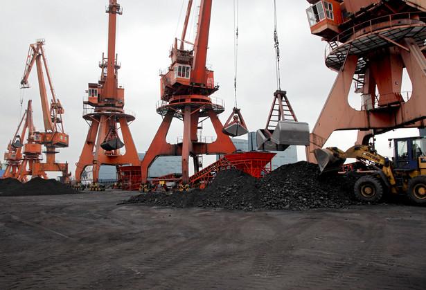 Ładowanie węgla w Szanghaju