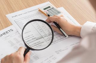 Egzekucja administracyjna należności pieniężnych: Zajęcie rachunku bankowego przez urząd skarbowy lub ZUS [PODCAST]