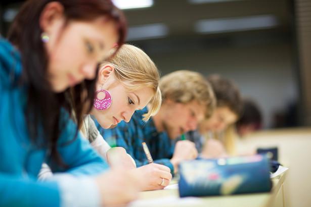 MEN chce wprowadzić obowiązek przystąpienia do co najmniej jednego egzaminu dodatkowego.