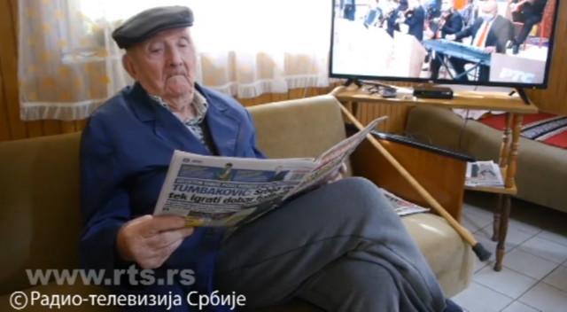 Deda Borivoje vesti stalno prati, a kako kaže, najviše ga interesuje spoljna politika Srbije