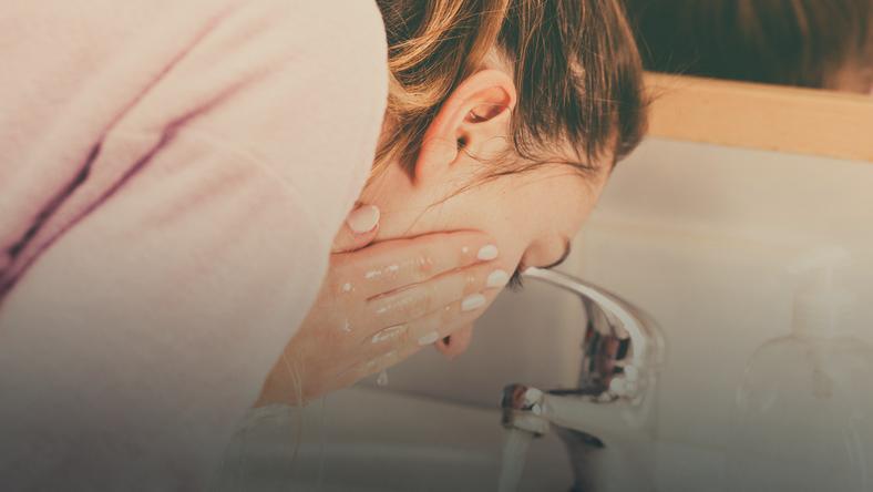 Oczyszczanie twarzy tonikiem