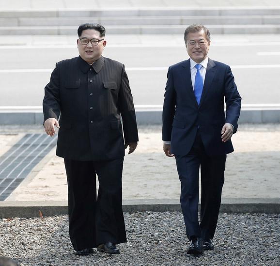 Lideri Severne i Južne Koreje Kim Džong Un i Mun Dže In
