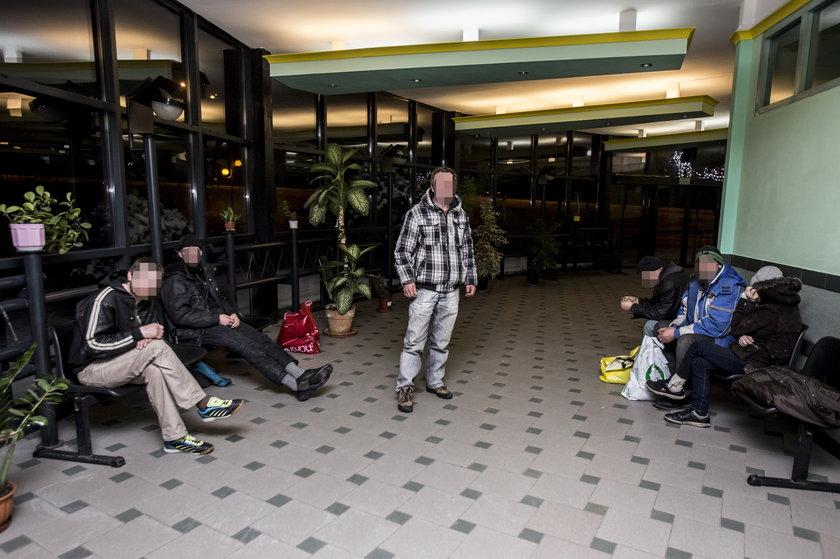 Władze miasta oddały na noc dworzec bezdomnym na czas mrozów