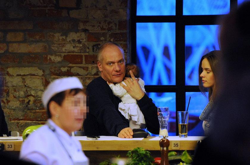 Monika Ordowska i Piotr Zelt z córką w restauracji