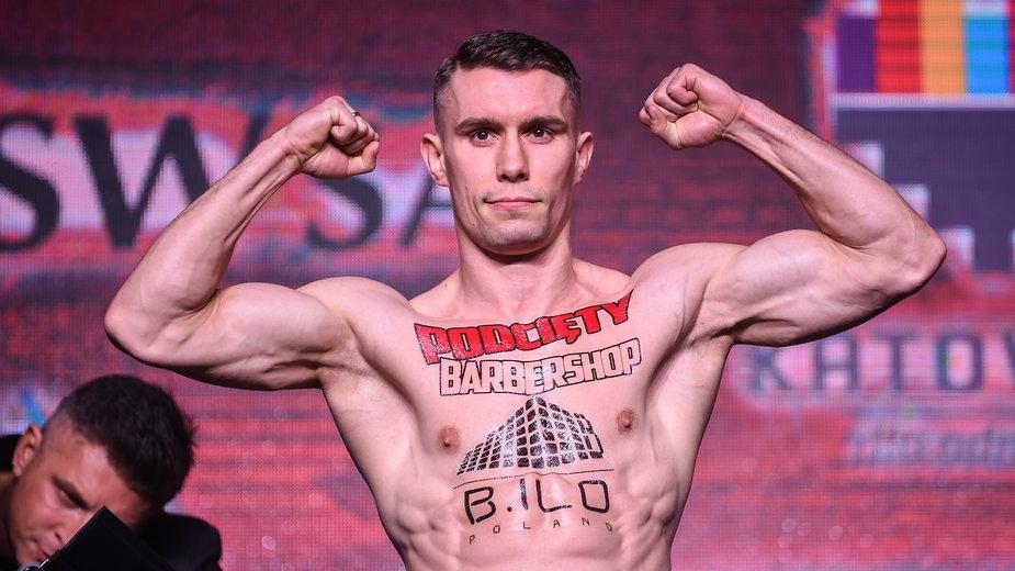 Bilans walk zawodowych Damiana Wrzesińskiego to 20 zwycięstw (6 przed czasem), 2 remisy i 1 porażka.