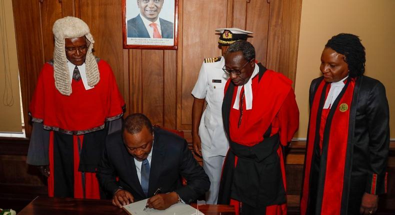 I buy my own newspaper - President Uhuru Kenyatta advises Chief Justice David Maraga on saving funds in Judiciary budget
