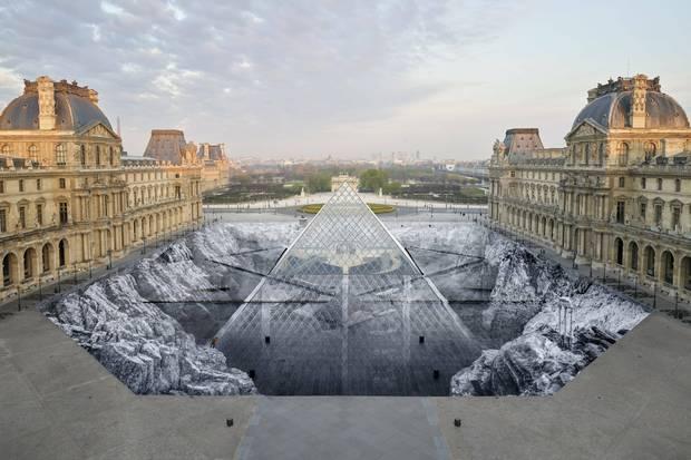Optička iluzija u Luvru