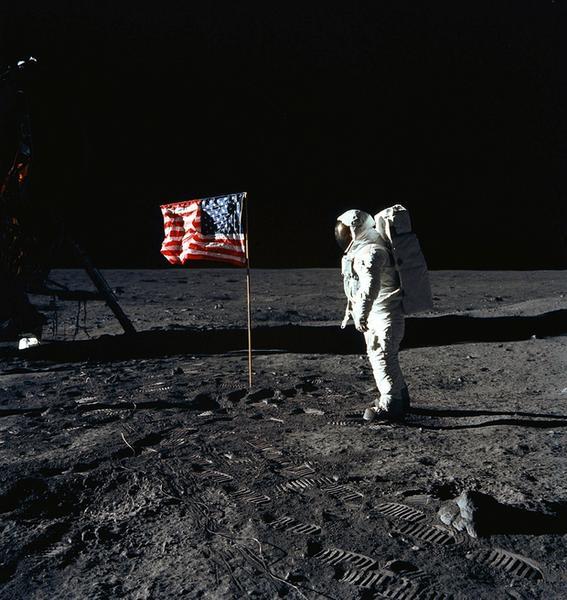 Zgodnie z teorią o płaskiej Ziemi lądowania na Księżycu nigdy nie było, a wszystkie zdjęcia z kosmosu to oszustwo