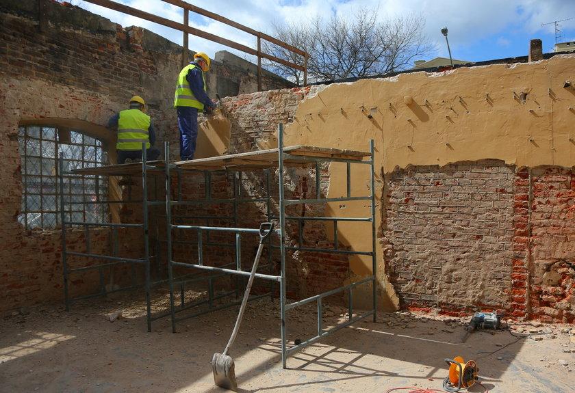 Budowa domu wielopokoleniowego opóźniona o osiem miesięcy