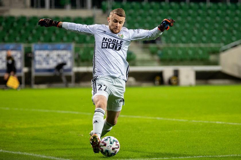 Po powrocie do Polski wędrował po pierwszoligowych klubach.