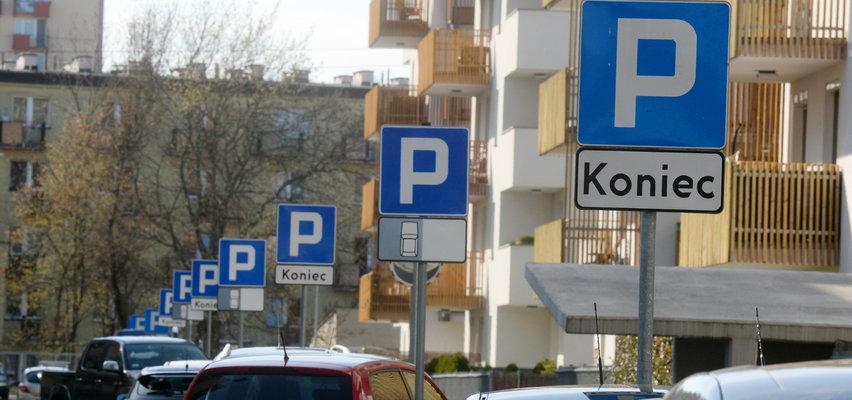 Absurd na krakowskim osiedlu. Kierowcy łapią się za głowy!
