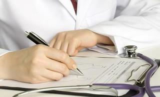 Wyższe świadczenia tylko pracowników ochrony zdrowia walczących z pandemią. Posłowie PiS złożyli projekt nowelizacji