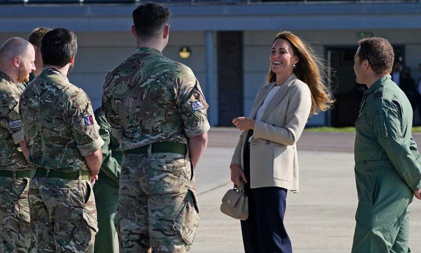 Księżna Kate odwiedziła żołnierzy, którzy wrócili z Afganistanu.