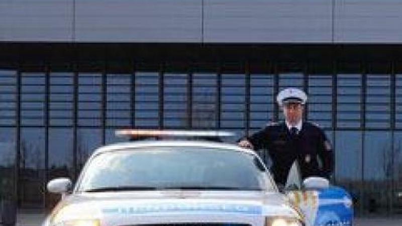 63531f9a18 Több mint 16 milliós szolgálati autóval a bűn nyomában! - Blikk.hu