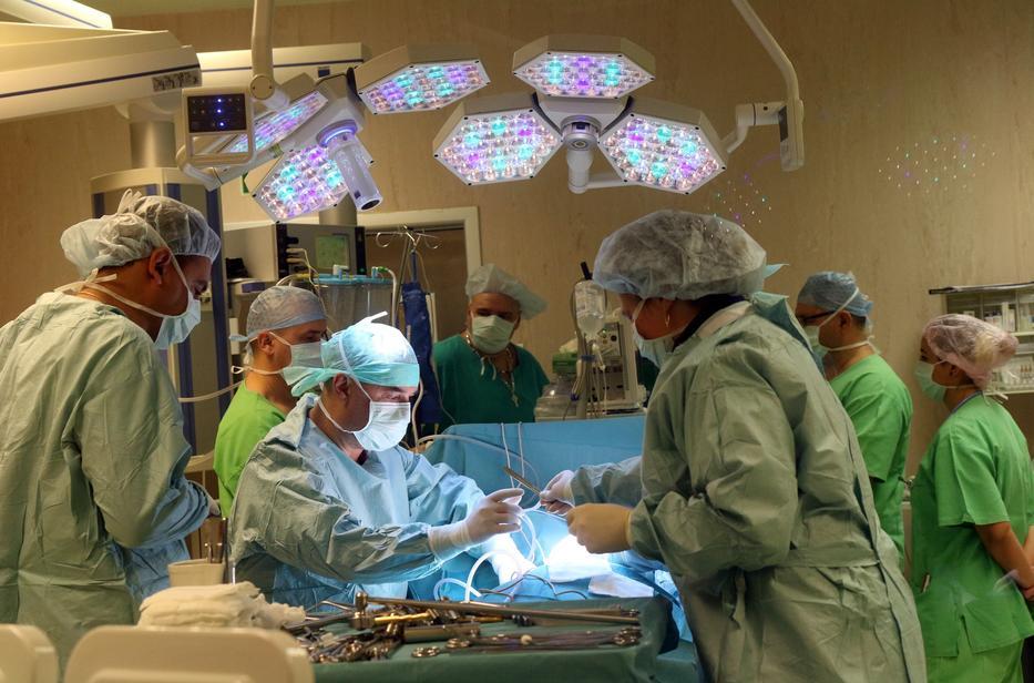 Az ápolás erőforrásainak elégtelensége miatt rettentően gyakorivá válnak a veszélyes kórházi fertőzések  /Fotó: MTI/Vajda János